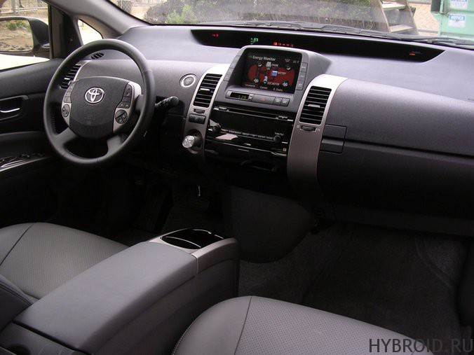 Toyota Priusс технологией «Hybrid Synergy Drive»