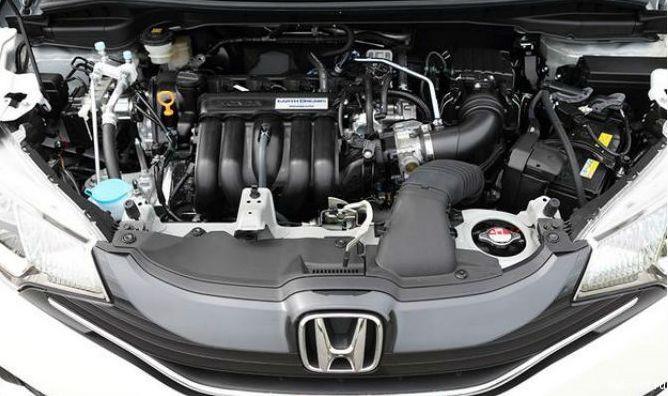 Двигатель автомобиля Хонда Фит