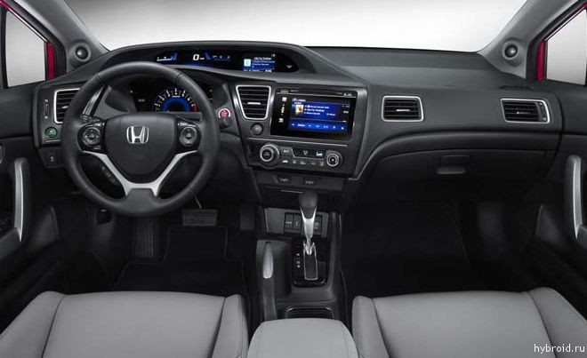 Салон автомобиля Honda Civic 2014 года