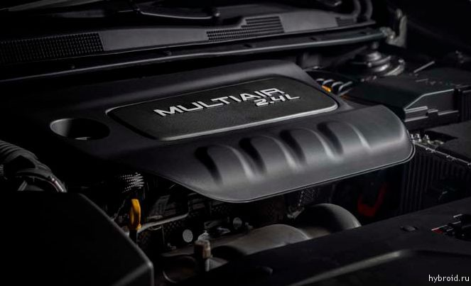 Chrysler 200 двигатель MultiAir Tigershark мощностью 184 лошадиных сил.
