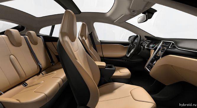 Model S внутри электромобиля
