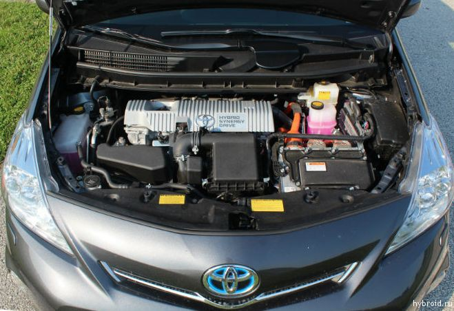 Toyota Prius V 02