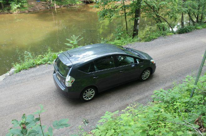 Toyota Prius V 03