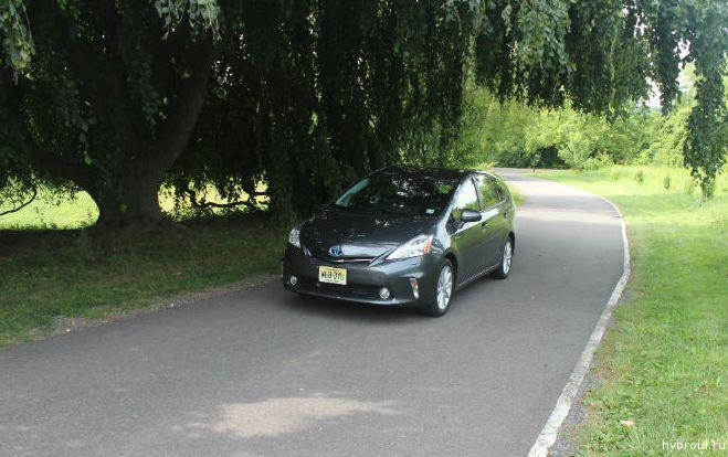 Toyota Prius V 05