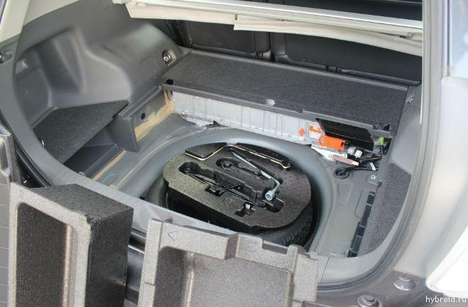 Toyota Prius V 06