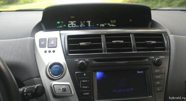 Toyota Prius V 09