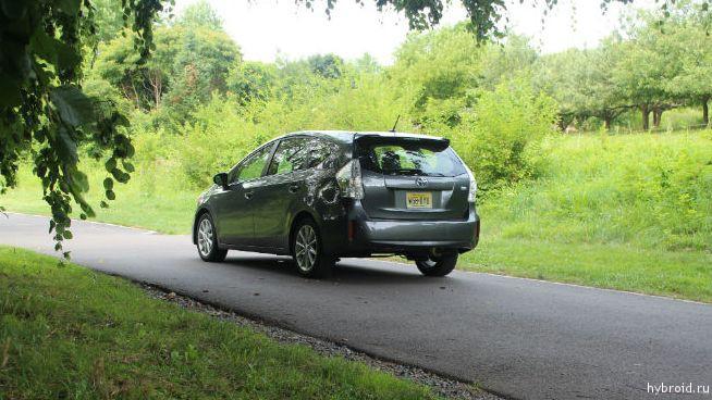 Toyota Prius V 12
