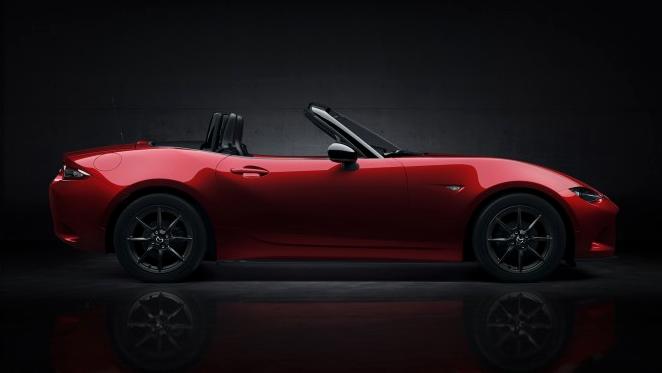 Mazda MX-5 2016 расходует 7.8 л на 100 км