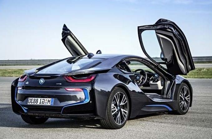 Новый двигатель может дать BMW i8 мощность 450 лошадиных сил