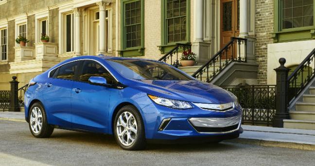 Chevrolet начнут принимать заказы на Volt 2016 года уже в этом месяце
