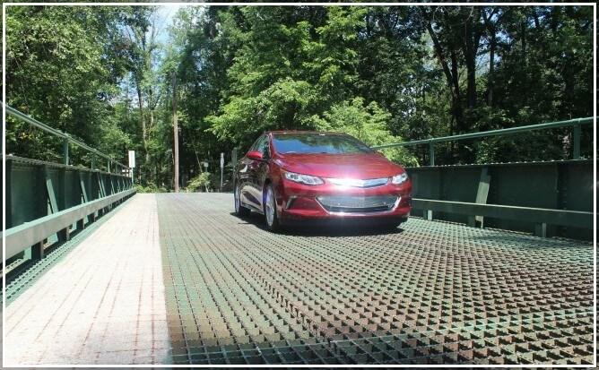Новый электромобиль-гибрид Шеви Вольт 2016-2017