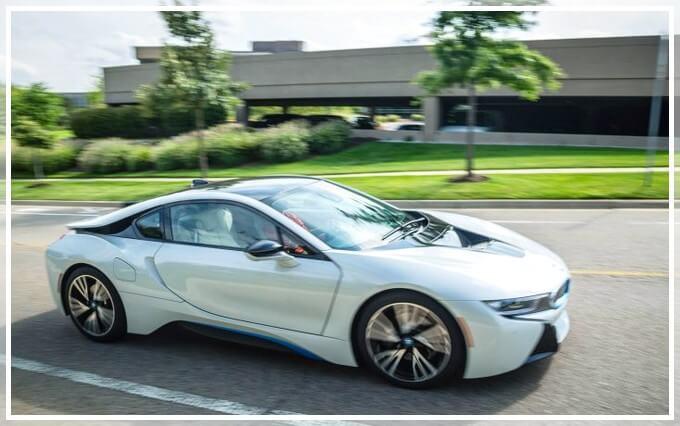 Новый электромобиль BMW i8 2017 года