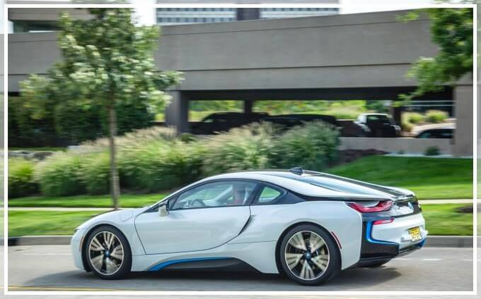 Комплектации и цены BMW i8
