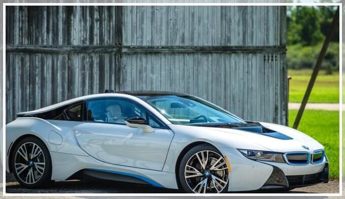 Экстерьер электромобиля BMW i8