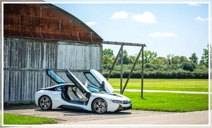 Двери в BMW i8 открываются вверх