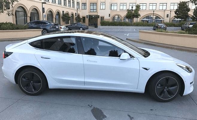 Фотографии Tesla Model 3