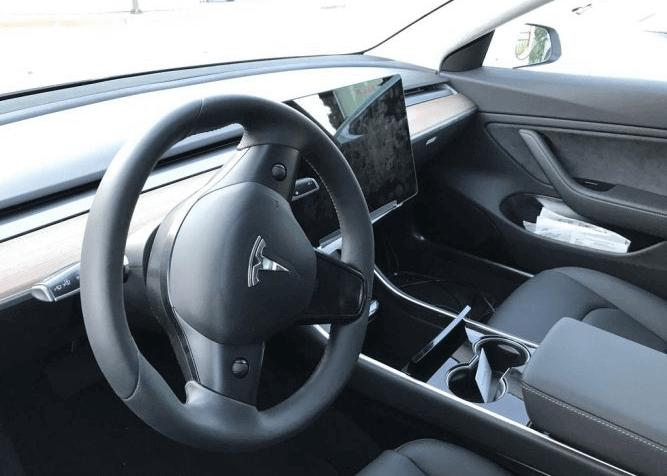 Внутри Tesla Model 3