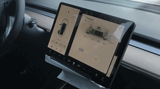 Приборная панель Tesla Model 3
