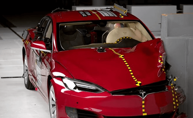 Tesla Model S снова не получила Top Safety Pick +