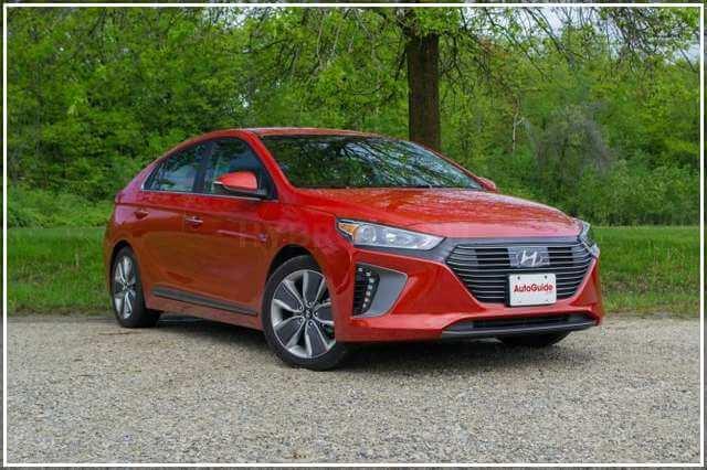 Hyundai Ioniq 2017 года сравнение с Приусом