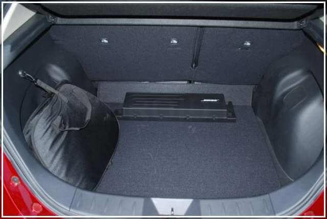 Большое багажное отделение Лифа в комплектации SL
