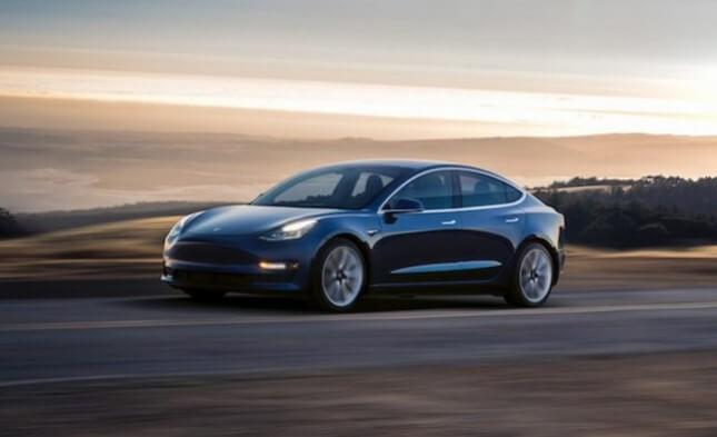 В июле будет доступна бесплатная пробная версия Autopilot от Tesla